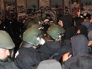 Berlin'de Almanya'nın mülteci politikası protesto edildi