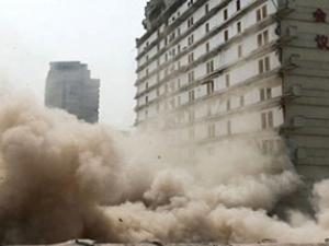 Çin'de beş yıldızlı dev otel patlatıldı