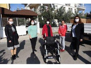 Fethiye'de 8 engelli vatandaşa akülü sandalye hediye edildi