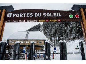 """Fransa hükümetinden halka """"yurt dışına kayağa gitmeyin"""" çağrısı"""