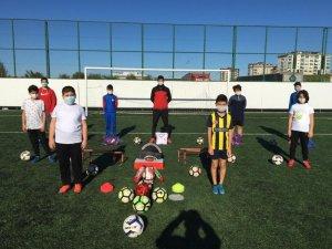 Altınordu'da 3 bin sporcuya spor malzemesi dağıtıldı