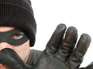 Hırsızı suç üstü yakaladı