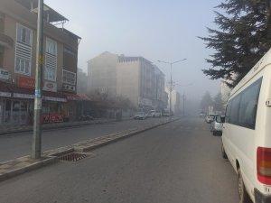 Şuhut'ta sisli hava etkili oldu