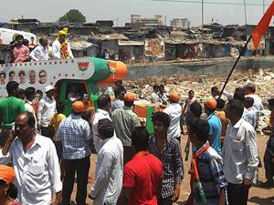 Hindistan'da seçimlere kan bulaştı: 12 ölü