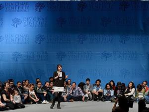 Bir grup genç CHP'de forum düzenledi