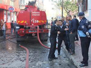 Beyoğlu'nda çıkan yangında facia önlendi