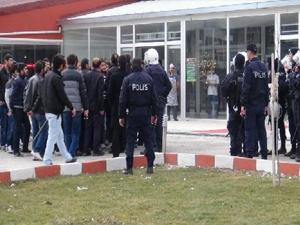 Kars Kafkas Üniversitesi'nde öğrenciler arasında kavga
