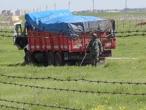 Nusaybin'de kamyon mayınlı alana girdi