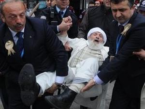Mehmet Görmez: 96 yaşındaki protestocu dededen helallik istedi