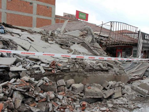Ankara'da göçük 4 iş yeri kullanımaz hale geldi