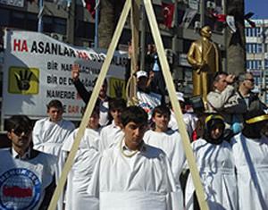 'İdam sehpalı' protesto