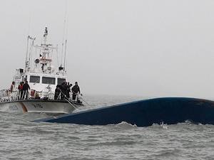 Güney Kore'de batan feribotun kaptanı gözaltına alındı