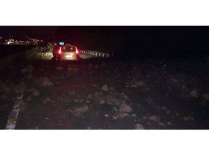 Artvin'de heyelan nedeniyle karayolu trafiğe kapandı