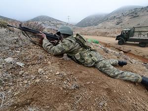 Hakkari'de askere taciz ateşi açıldı