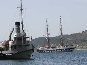 Boğaz'dan, askeri okul gemisi  geçti