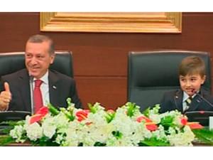 Erdoğan küçük başbakanın cevabını beğendi