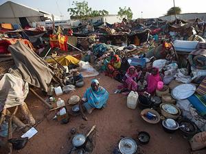 Darfur'daki şiddet olaylarından 224 bin kişi kaçtı