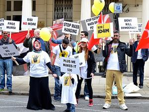 Londra'da idam kararlarına protesto