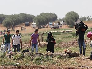 Suriyelilerin Türkiye'ye geçişi arttı