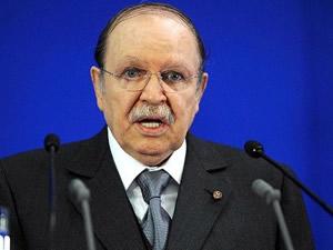 Cezayir'de Buteflika yemin ederek görevine başladı