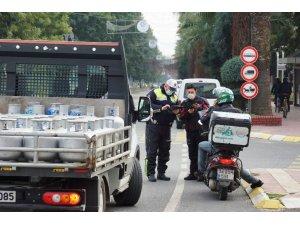 Efeler'de polis ekipleri denetimlerine devam ediyor