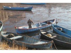 Ağları boş kalan Beyşehirli balıkçılar zor günler yaşıyor