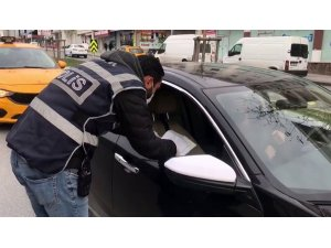 Kısıtlamada, arkadaşıyla arabayla dolaşırken yakalandı, muhasebeciyim dedi