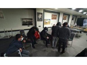 Bursa'daki kumar baskınında kıraathane sahibinin polislere cevabı 'pes' dedirtti