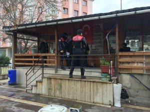 Sokağa çıkma kısıtlamasında muhtarlık binasını soymaya çalıştılar