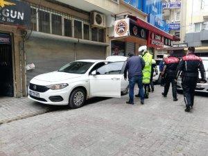 Kısıtlamaya uymadı, polisleri görünce kaçmaya başladı