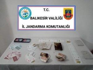 Ayvalık ve Havran'da jandarmadan 28 kişiye kumar operasyonu