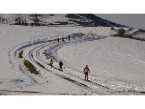 Kayakçılar yarışlara yüksek kesimlerde hazırlanıyor