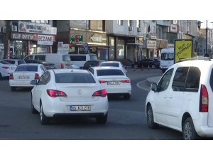80 saatlik kısıtlama sona erdi, Diyarbakır'da yoğunluk başladı