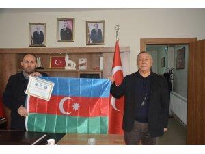 TADDEF'ten MHP İl Başkanına teşekkür belgesi ve Azerbaycan bayrağı