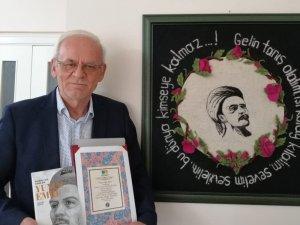 Eskişehirli şair-yazar Mustafa Özçelik, 'Yunus Emre' eseriyle büyük ödüle layık görüldü