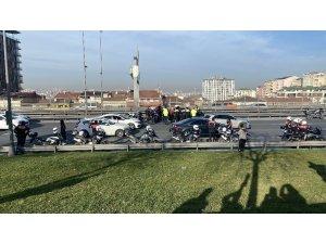 E-5 Karayolu'nda kaza geçiren motosikletli polisin yardımına meslektaşları koştu