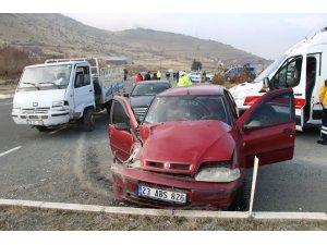 Otomobil ile pikap çarpıştı: 1 yaralı