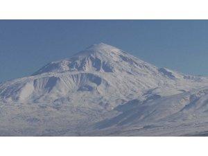 Ağrı Dağı eşsiz manzarası ile göz kamaştırıyor