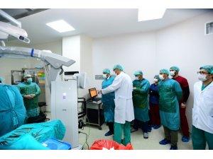 Van'a 'beyin cerrahi ameliyat mikroskobu' kazandırıldı