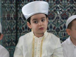 1 buçuk yaşında hacı oldu. 4.5 yaşında Kuran-ı hatim etti