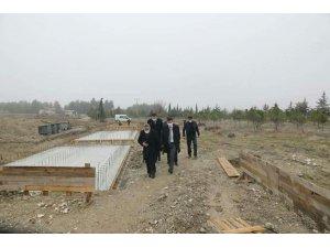 """Vali Arslantaş, """"Yöresel Ürünler Pazarı"""" inşaat çalışmalarını inceledi"""