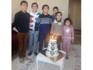 Hakkâri'de kardan doğum günü pastası yapan çocuklara Giresunlu iş adamından sürpriz