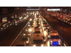 İstanbul'da mesai çıkışında trafik yoğunluğu