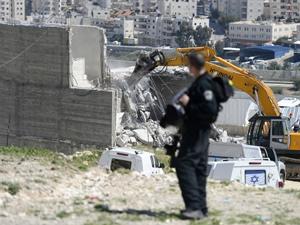 İsrail askeri cami yıktı