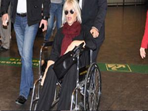 Ajda Pekkan ameliyat sonrası tekerlikli sandalyede görüntülendi!