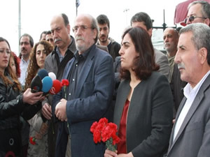 HDP heyeti Taksim'de 1977 için anma töreni düzenledi