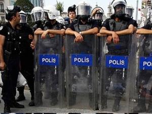 Kabataş'ta 1 Mayıs eylemcilerine polis müdahalesi!