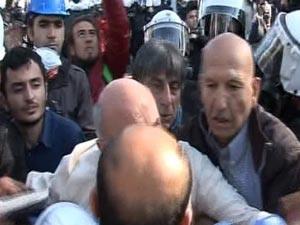 CHP'li vekilden polise 1 Mayıs yumruğu!