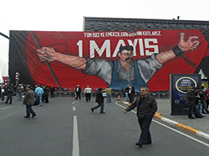 Beyoğlu'nda pankart açan eylemciler gözaltına alındı