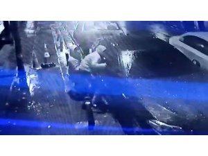 Esenler'de lüks araç vatandaşların gözü önünde soyuldu